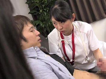 美人な貧乳看護師さんが不妊治療で訪れた旦那を嫁の目の前でベロチュー手コキ!【あおいれな】