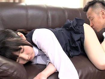 昼寝中の貧乳ロリJK妹を襲おうとしたら...逆に生チンポ懇願されがっちりホールド膣奥射精!【小谷みのり】