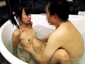 微乳ガリ少女がお風呂でパコられた後にベッドで本格的に犯されてドロドロパイ射!【ゆきのくるみ】