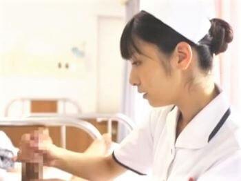 細身の微乳看護師さんが優しい手つきでおチンポ上下!ヒミツの手コキ検診で見つめられて射精!【平清香】