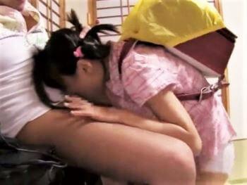 小学生に見える貧乳妹をイラマチオ拷問する鬼畜兄ちゃん...嗚咽して苦しがり痙攣する喉奥に大量射精!【加賀美シュナ】