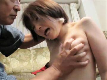 ガチM女の貧乳を握りつぶし&首絞めビンタでドS調教する鬼畜ジジイw埴生みこ